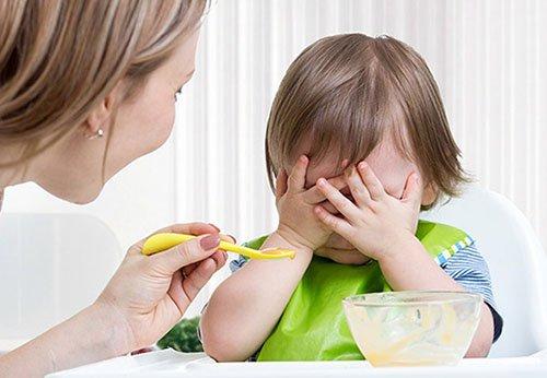 Làm sao để trẻ hết biếng ăn